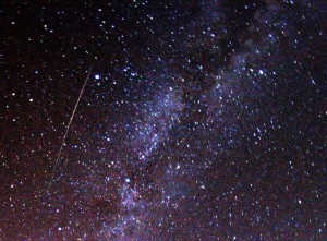 2009_Perseid_meteor_and_Milky_Way_-_CC-ATTRIB_Brocken_Inaglory