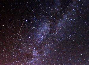 2009_Perseid_meteor_and_Milky_Way_-_CC-ATTRIB_Brocken_Inaglory