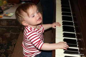 little-kid-on-piano