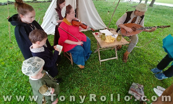 Bledsoe-Colonial-Fair-2018-colonial-musician-family-minstrels